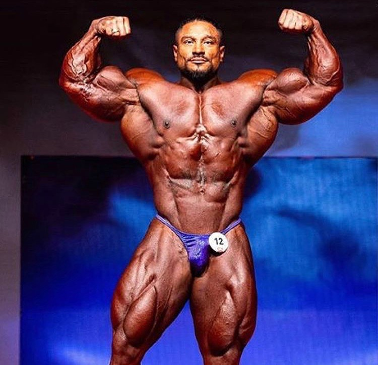 Roelly Winklaar at the 2018 Prague Pro in a Merry Christine Bodywear men's competition suit