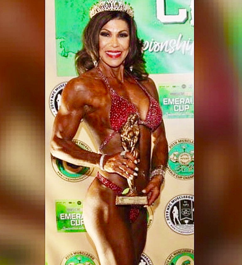 Anita in a Merry Christine Bodywear couture figure suit.  She placed third in Masters over 50!